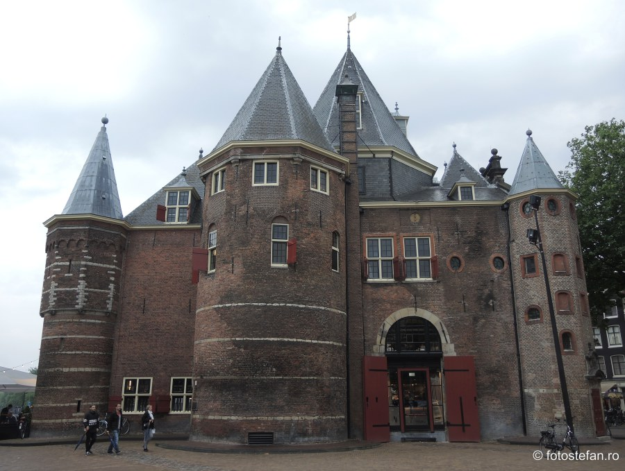 Locuri de vizitat in Amsterdam waag Saint Anthony's Gate