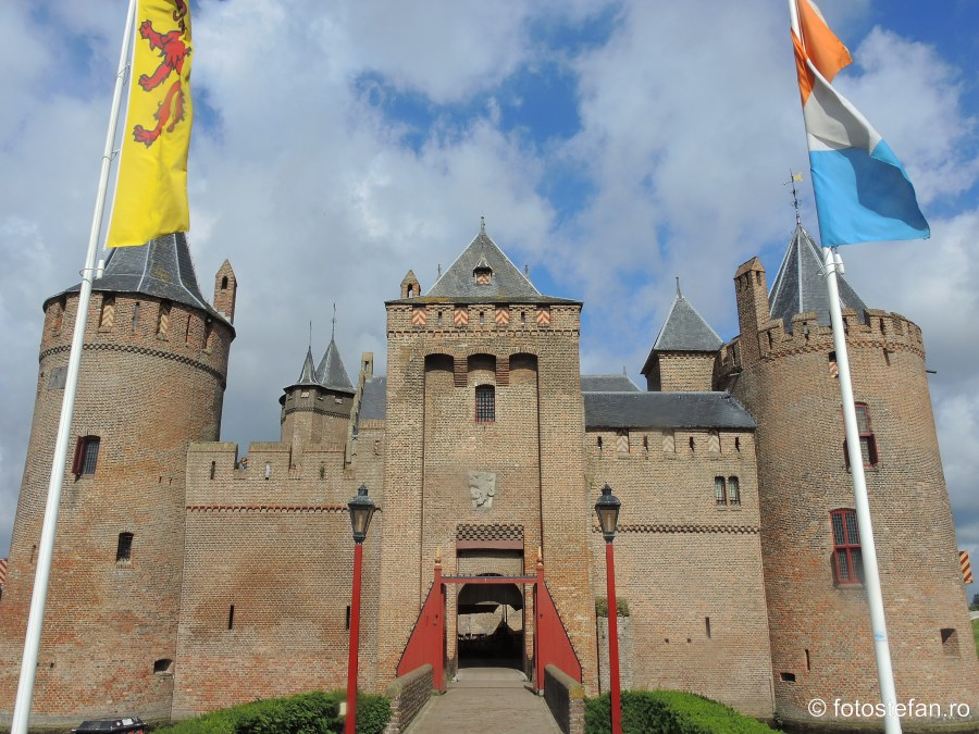 Castelul Muiderslot poza obiectiv turistic aproape amsterdam olanda