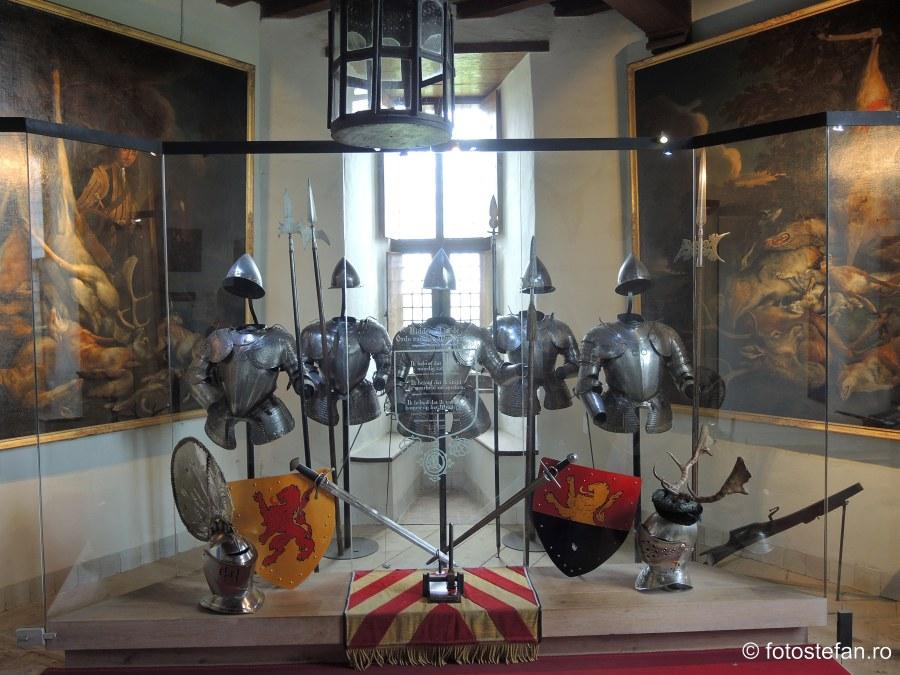 fotografie armuri castelul Muiderslot muiden olanda obiectiv turistic istoric