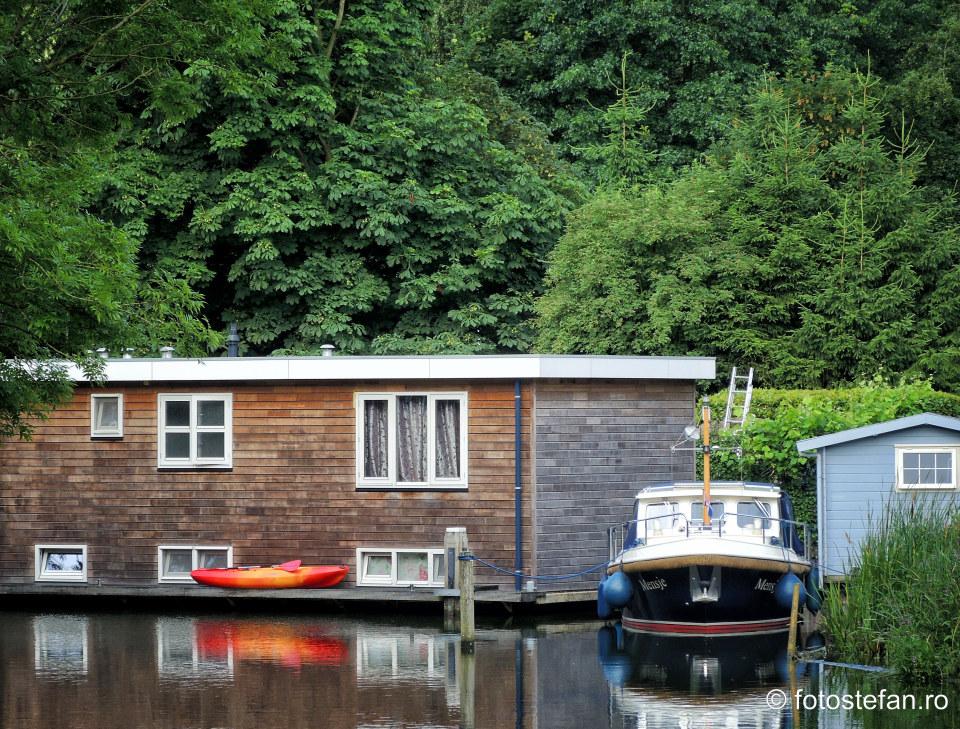 poza turisitca casa plutitoare olanda