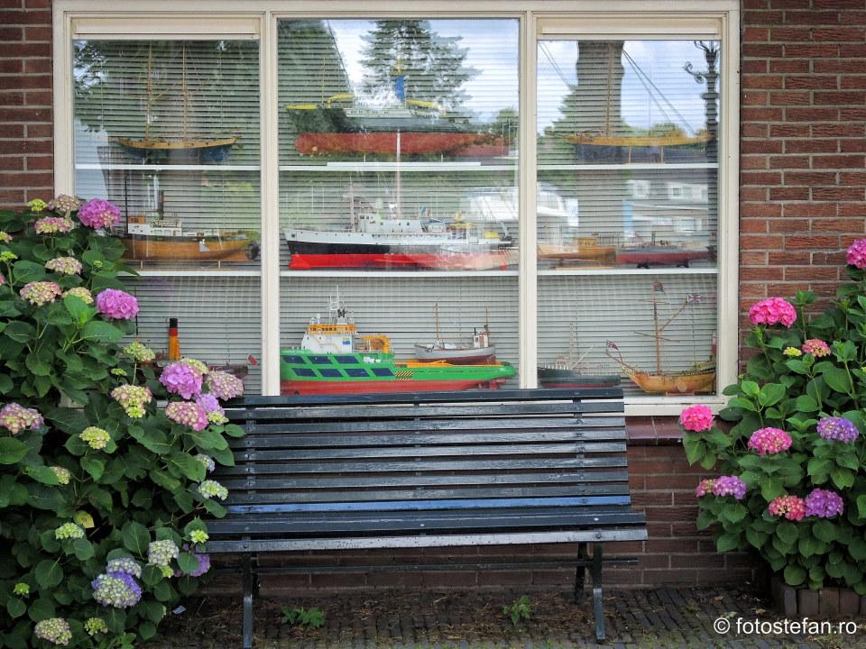 fotografie machete vapoare fereastra geam casa olandeza