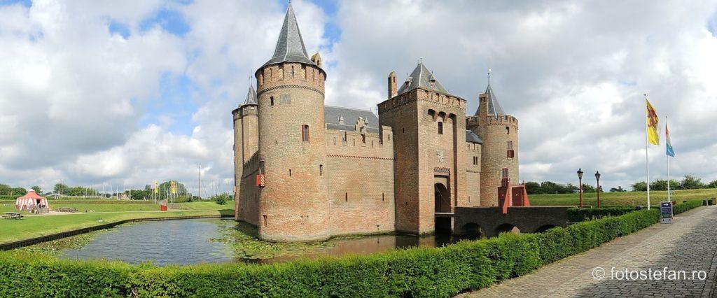 fotografie panoramica Castelul Muiderslot cetate fortareata medievala