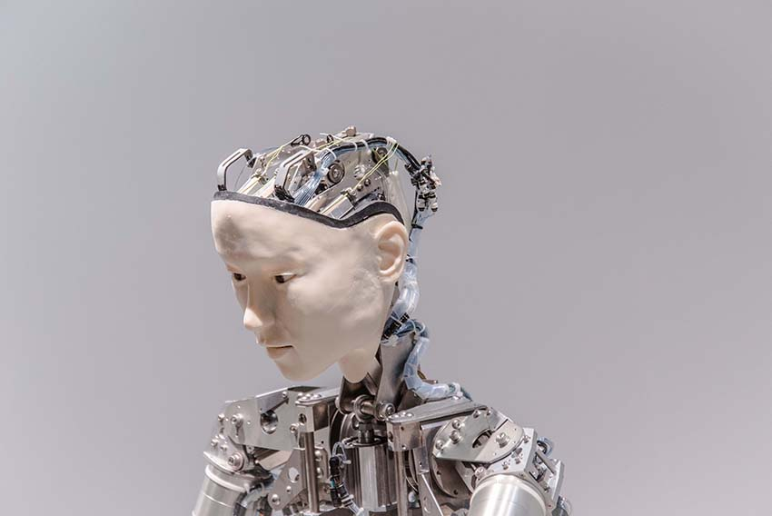 poza robot inteligenta artificiala