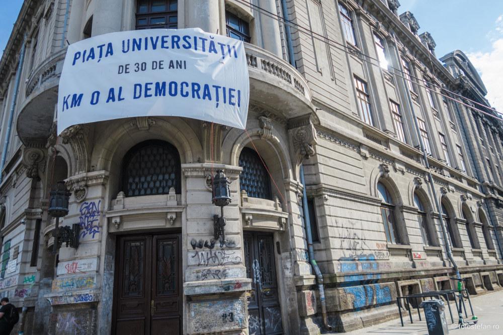 poza afis piata universitatii bucuresti 30 ani democratie