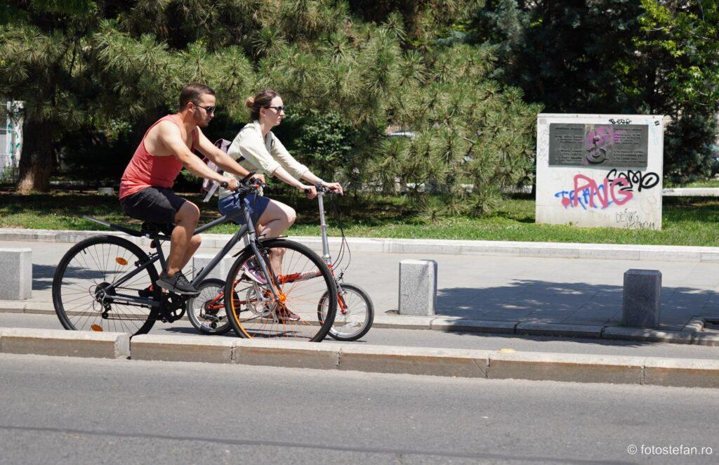 poza biciclisti calea victoriei bucuresti vara