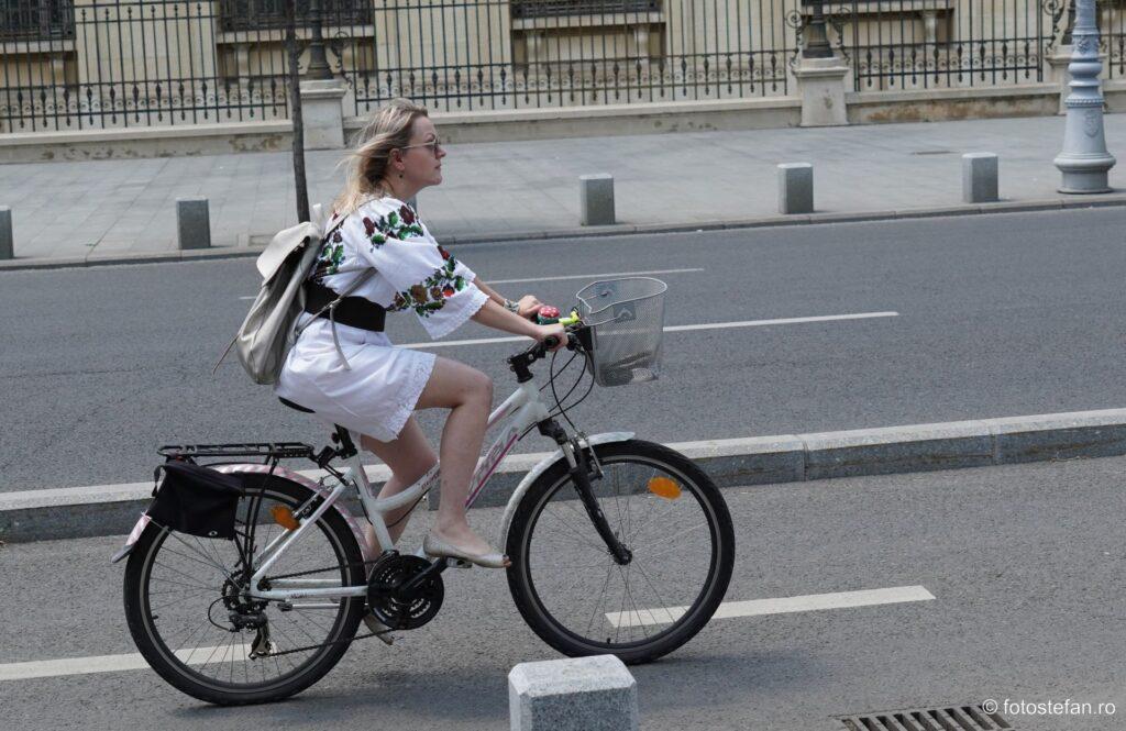 plimbare bicicleta fata ie romaneasca