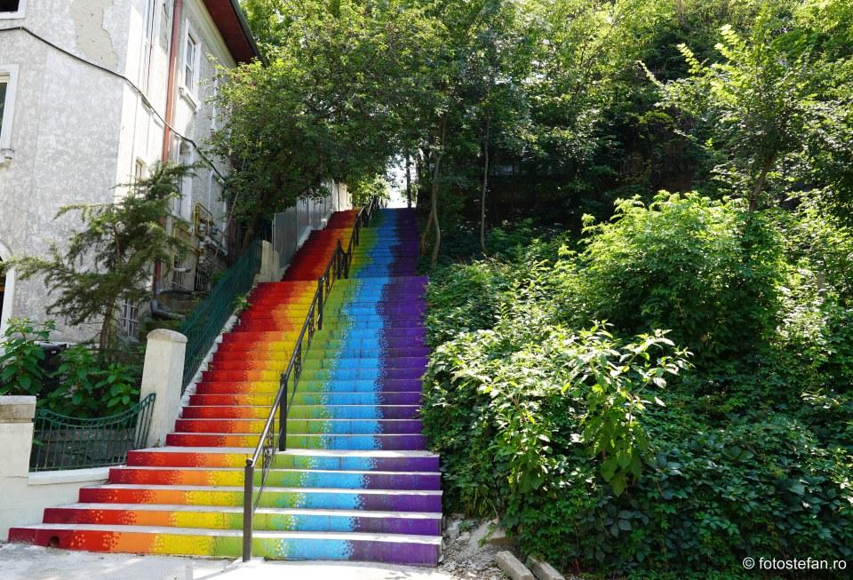 poza scari colorate parcul romniceanu cotroceni bucuresti
