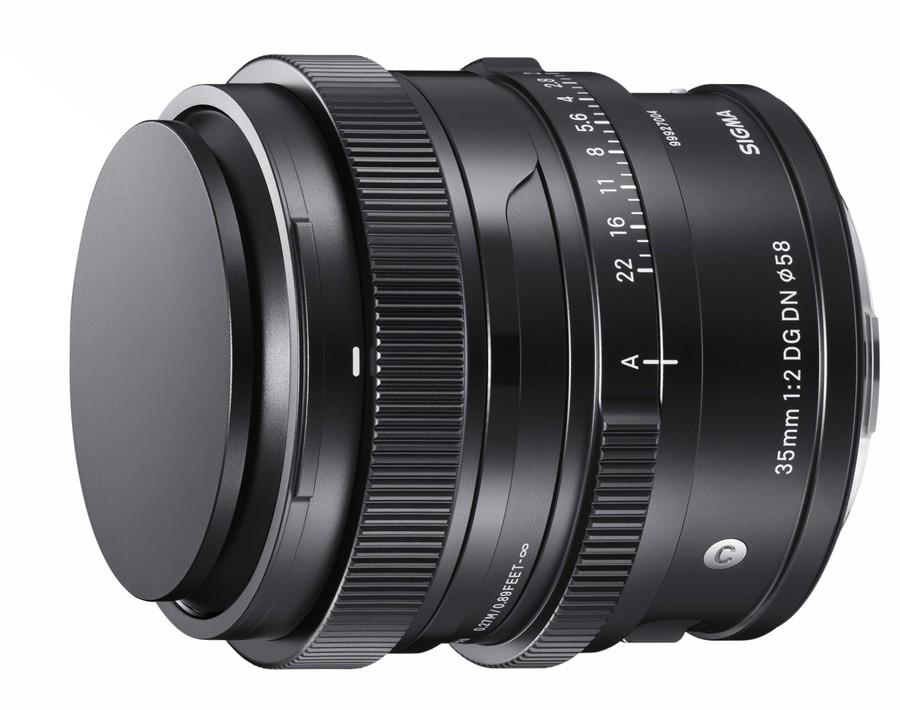 poza obiectiv SIGMA 35mm F2 DG DN seria i aparat foto mirrorless