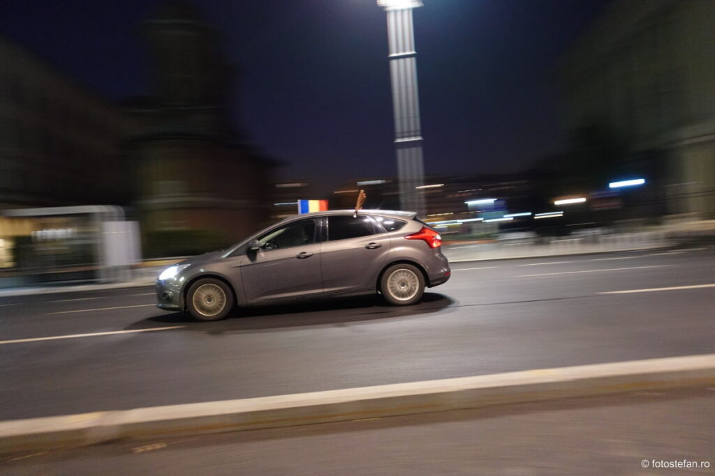 poza masina viteza seara aparat foto compact