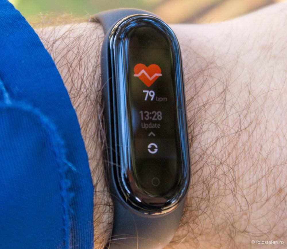 test ecran bratara fitness monitorizare ritm cardiac