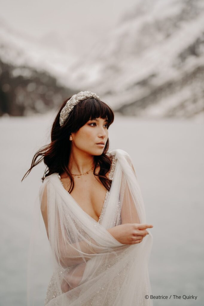 poza portret fata decor alb mirrorless sony full frame