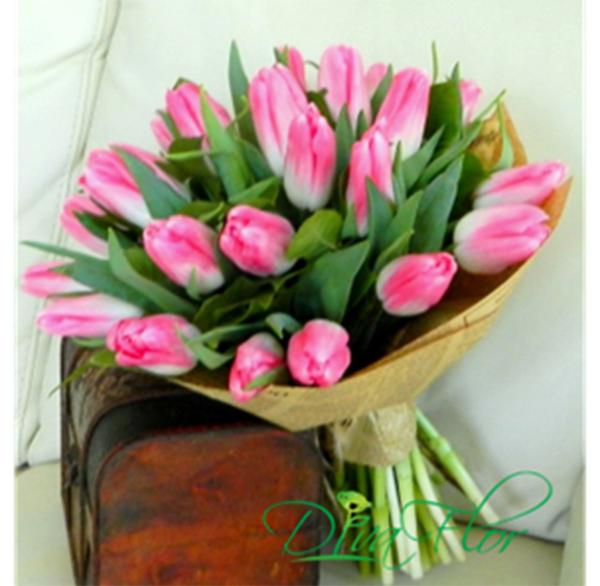 poza buchet flori lalele rosii online