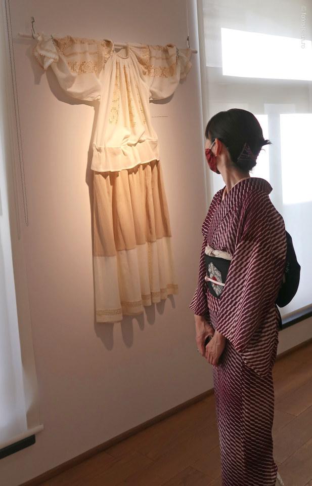poza fata japoneza chimono ie expozitie arcub bucuresti