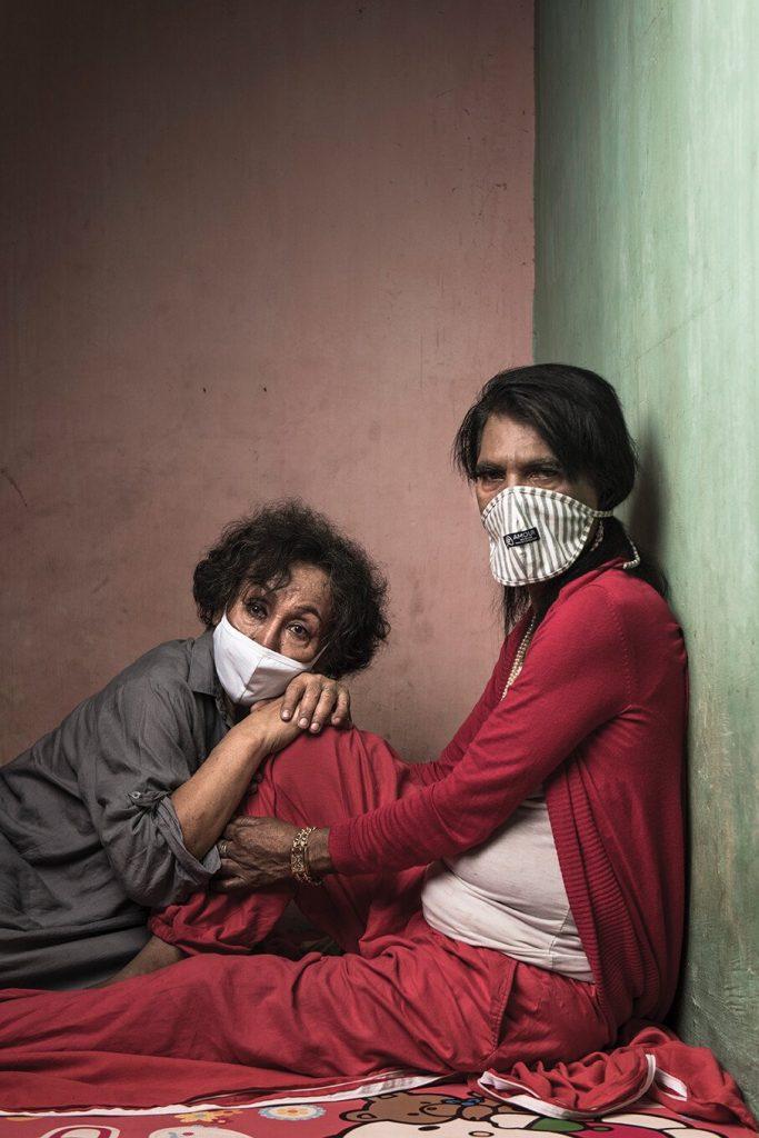 poze fete trans masca izolare indonezia