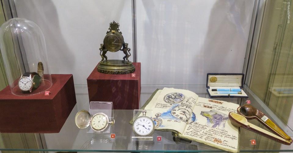 fotografie ceas vechi colectie muzeul bucuresti palatul sutu