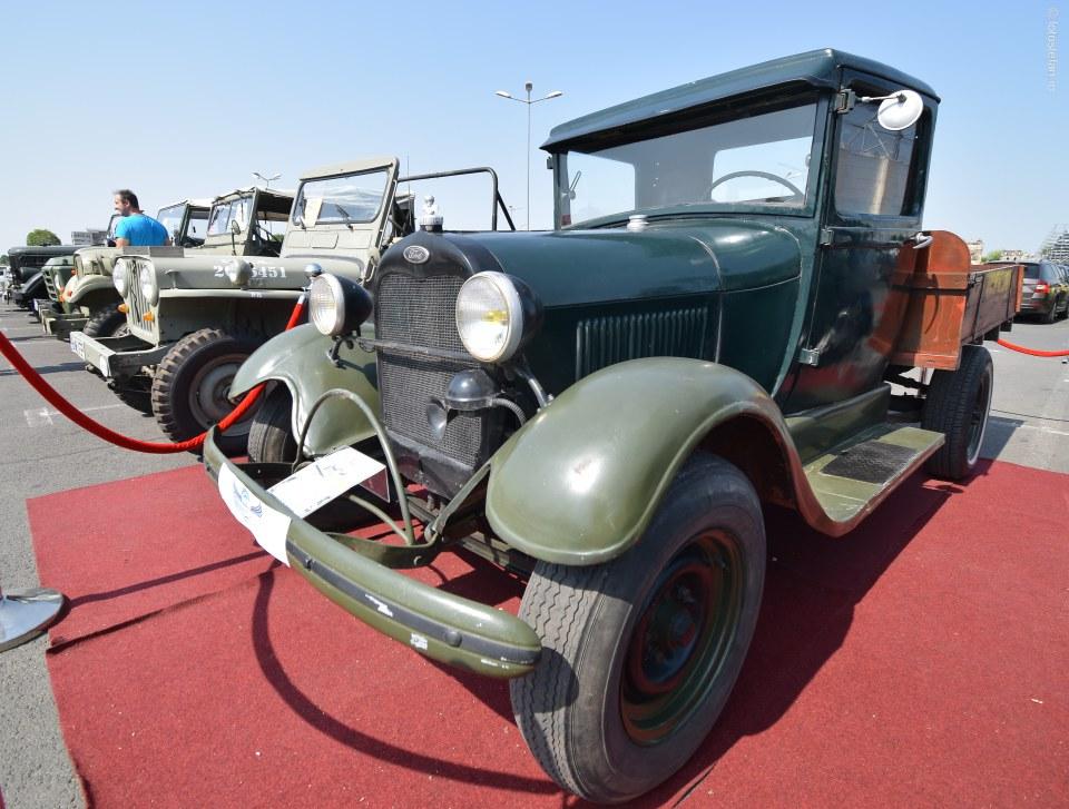 poza Expozitie de masini de epoca ford A camioneta