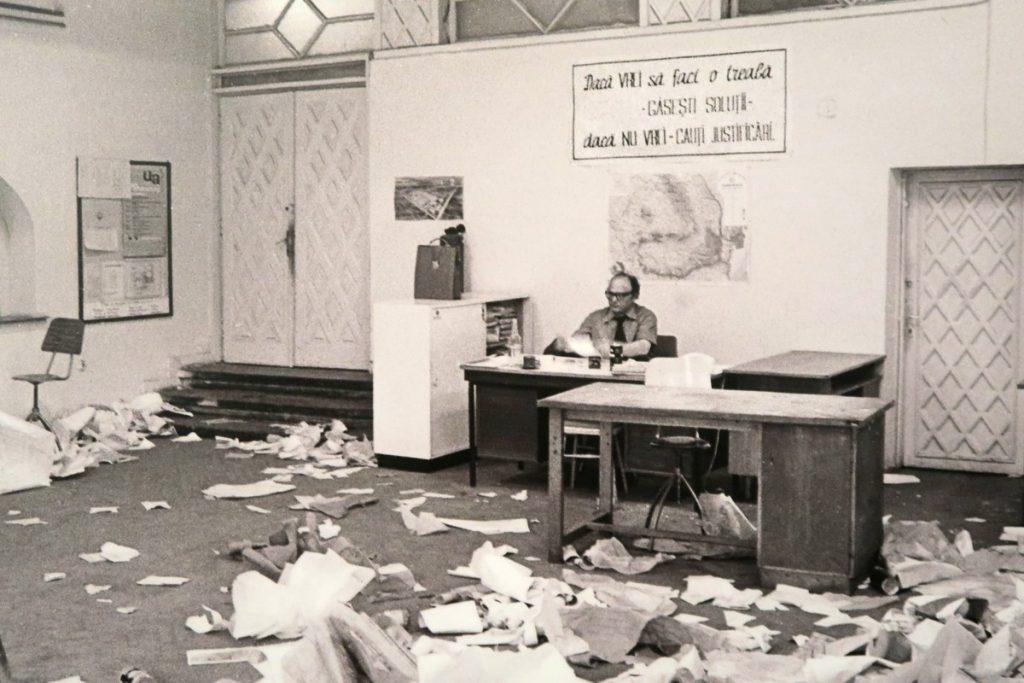 poza birou hartii lozinca fotografie andrei pandele arcub